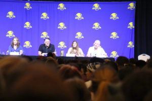Guests from the TNG panel take questions.